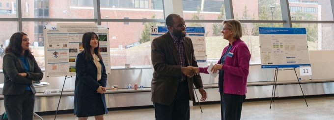 SEAS Dean Liesl Folks announces Ogechi Ogoke as the winner of the 2019 graduate student poster competition.