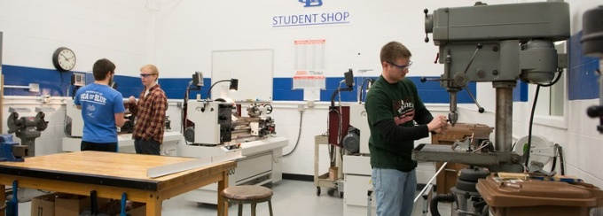 students in the machine shop