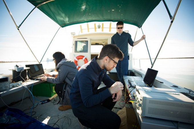 A team of UB electrical engineering students is out on Lake Erie as part of a project to develop hardware and software tools to help underwater telecommunication catch up to its over-the-air counterpart.