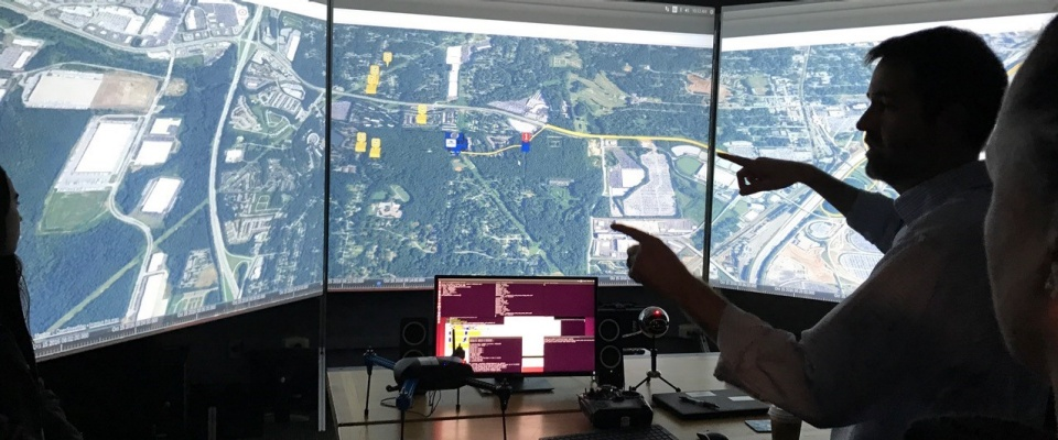 photo of Chase's lab showing three screens and a traffic map.