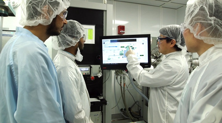 group of researchers in lab.